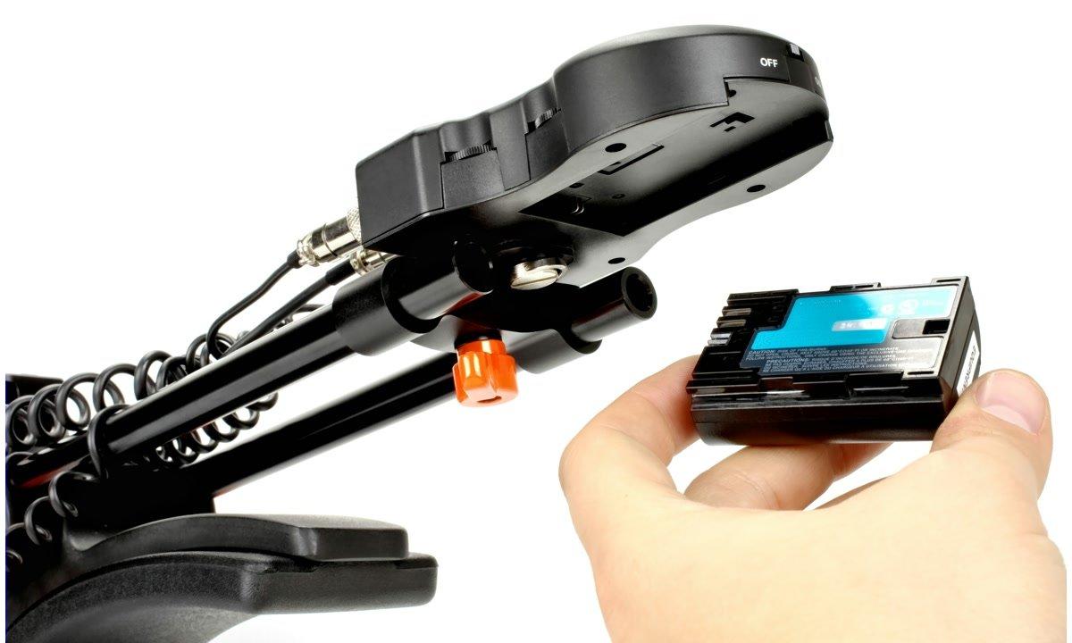Die Stromversorgung erfolgt mit Canon LP-E6 Akkus.