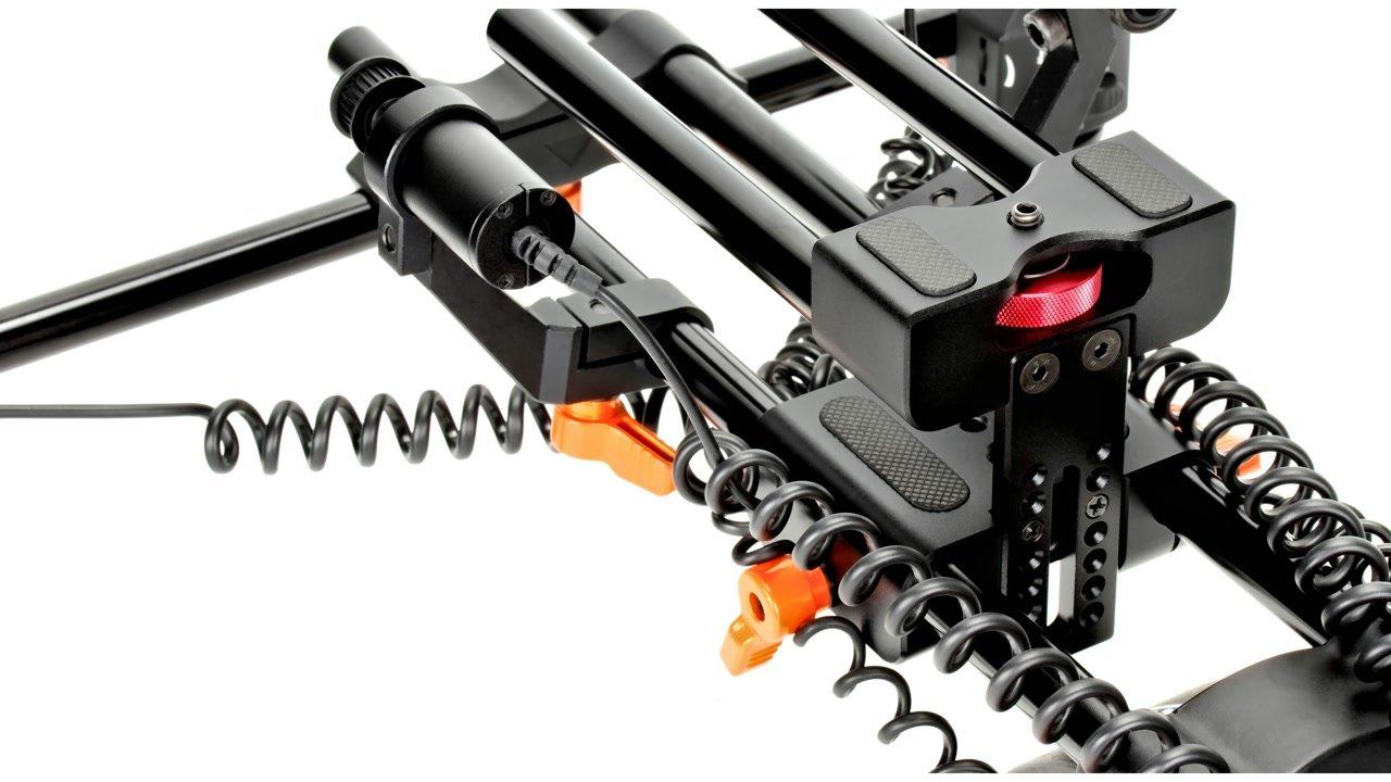 Zum Rig gehört ein spezieller Height Raiser zum Anpassen der Kamera an die Rigmotoren.