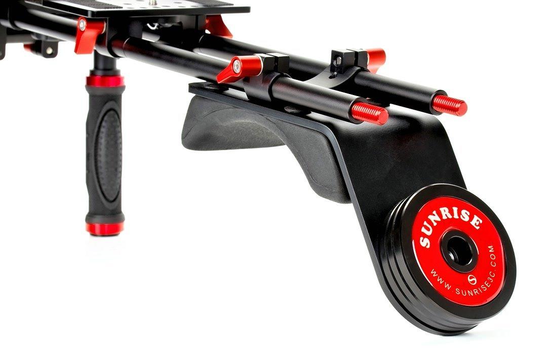 Schulterpolster mit Gegengewicht für optimale Balance.