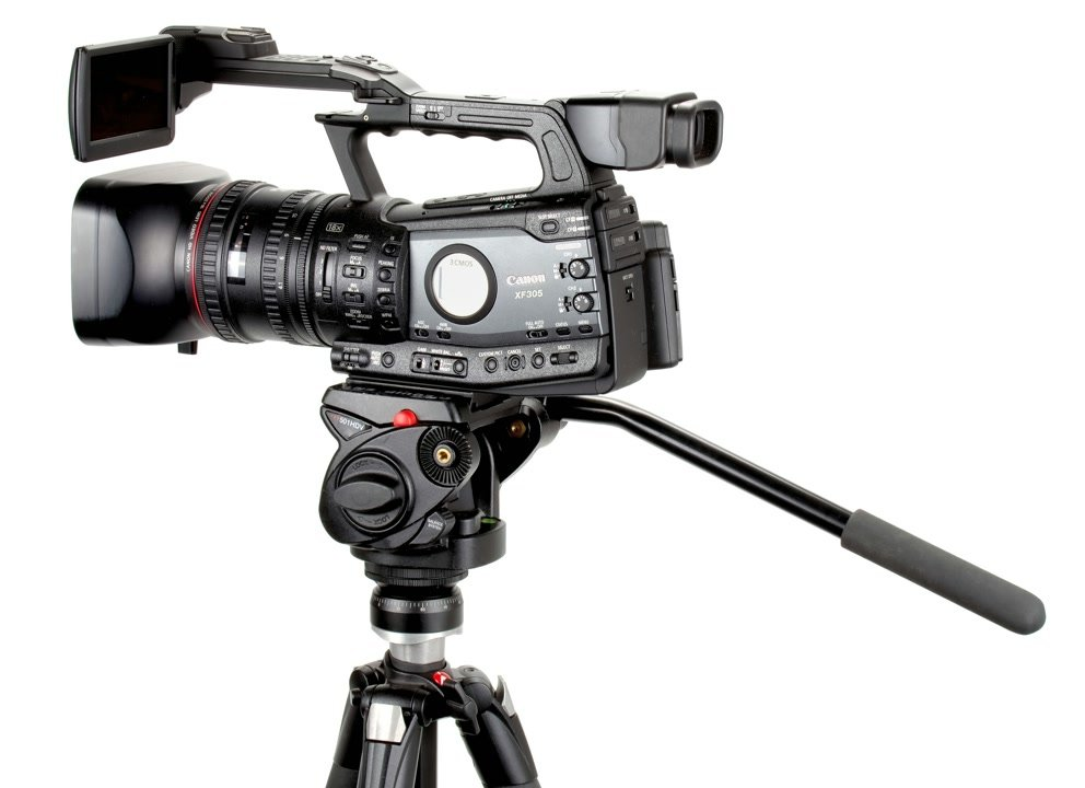 Canon XF305 mit Manfrotto HDV Stativkopf und E-IMAGE EI-A29 Nivellieradapter.