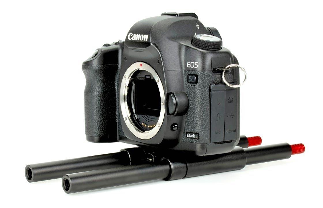 Canon EOS 5D Mark II mit Cavision R15P80 Baseplate und 15mm Rods.