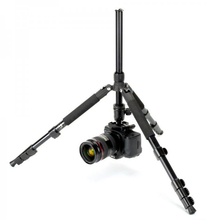 Canon 5D Mark II auf umgedrehter Mittelsäule des Coman TK-257 Statives.