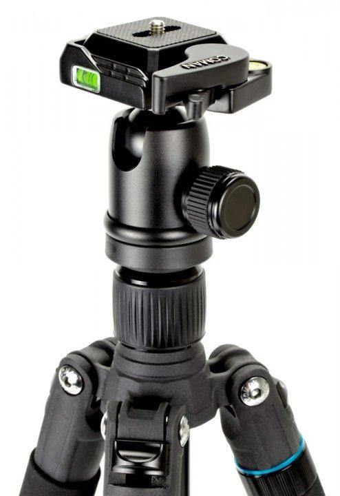 Im Kugelkopf des Fotostatives ist eine Wasserwaage.