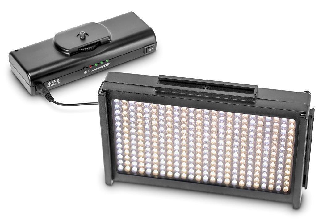 LED Leuchte angeschlossen an Lilliput Akku.