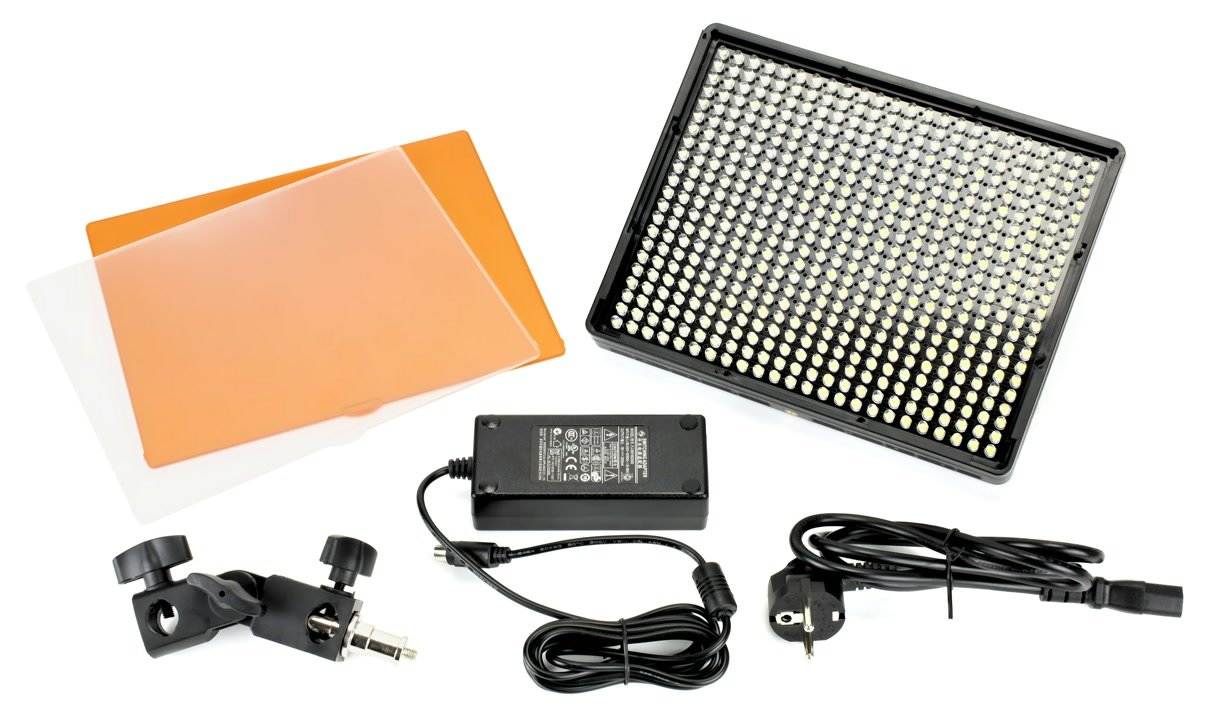 Lieferumfang Aputure Amaran AL-528W LED Leuchte.