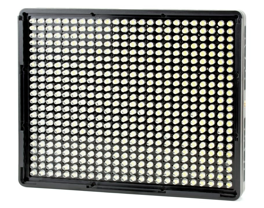 Im Kit sind vier AL-528S LED Leuchten enthalten.