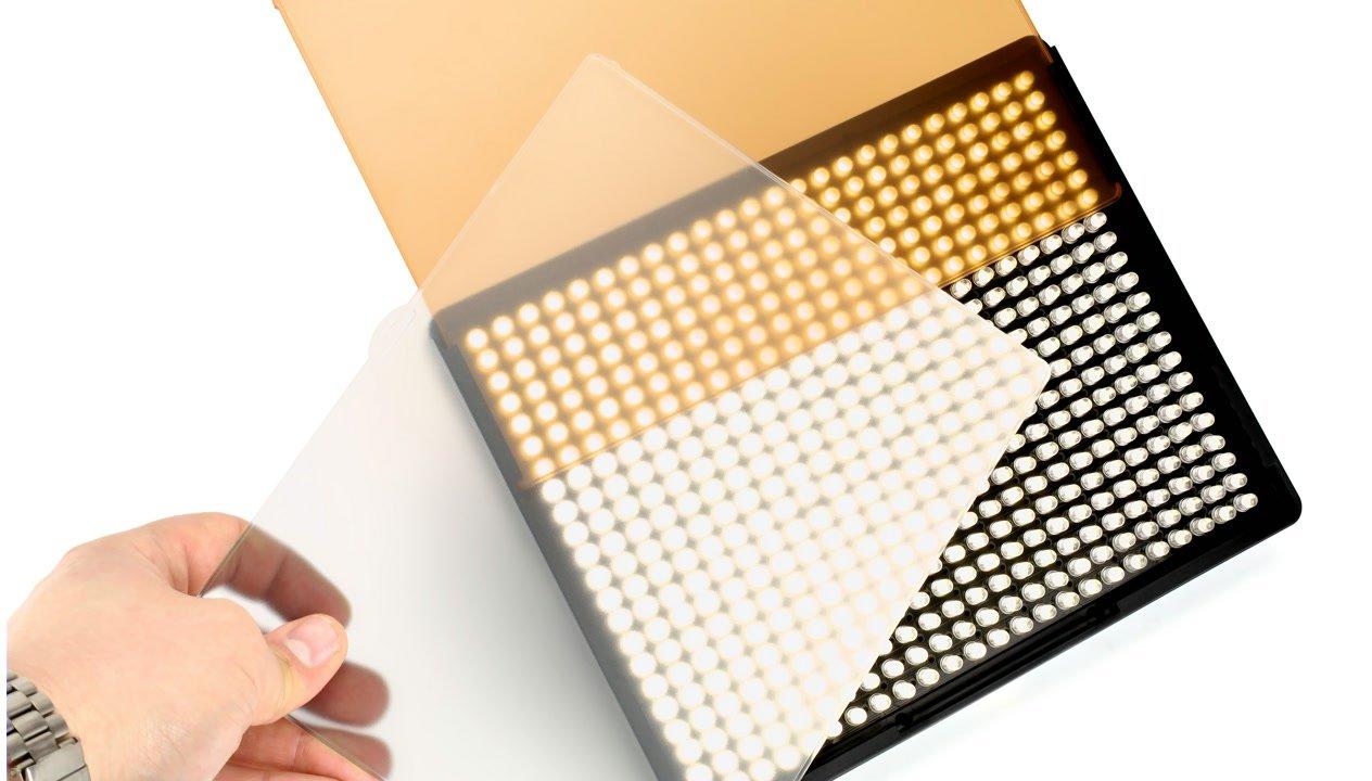 Jede Leuchte wird mit einem Diffus- und Orangefilter geliefert.