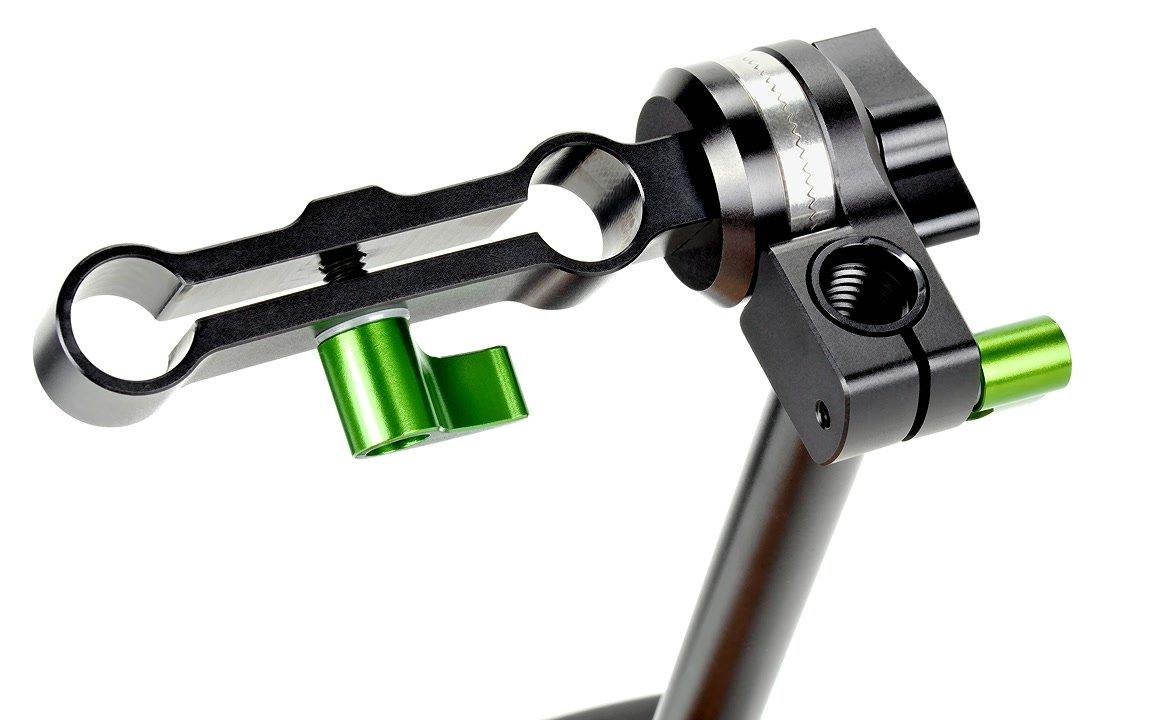 Der 2-fach Verbinder wird auf 15mm Rods von Rigs geschraubt.