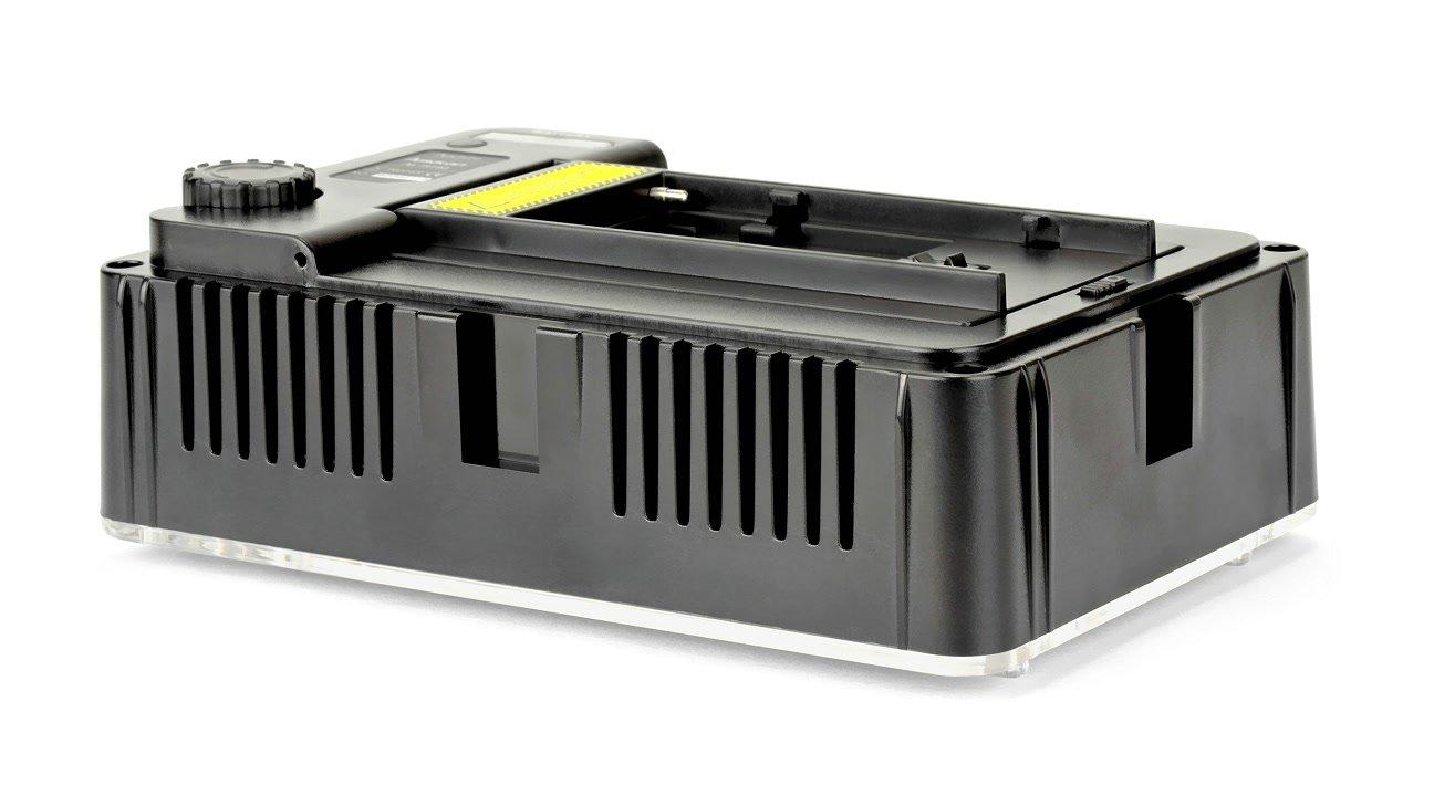 Mehrere AL-H198 LED Leuchten können per Blitzschuhadapter zusammengesteckt werden.