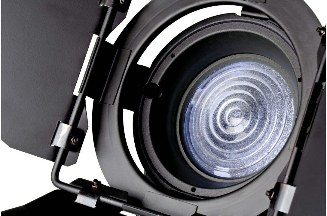 Die Fresnel Linse bündelt das Licht der 20W SMD.
