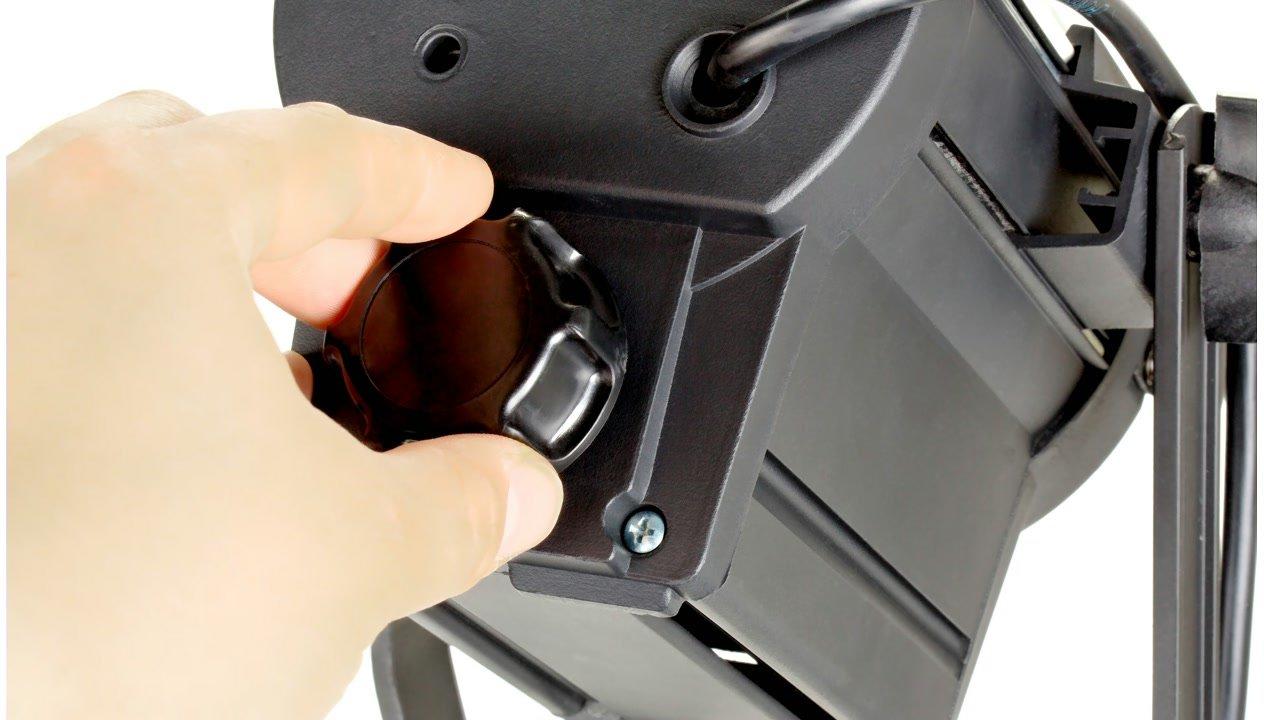 Der Drehregler verschiebt die Position der SMD in der Leuchte.