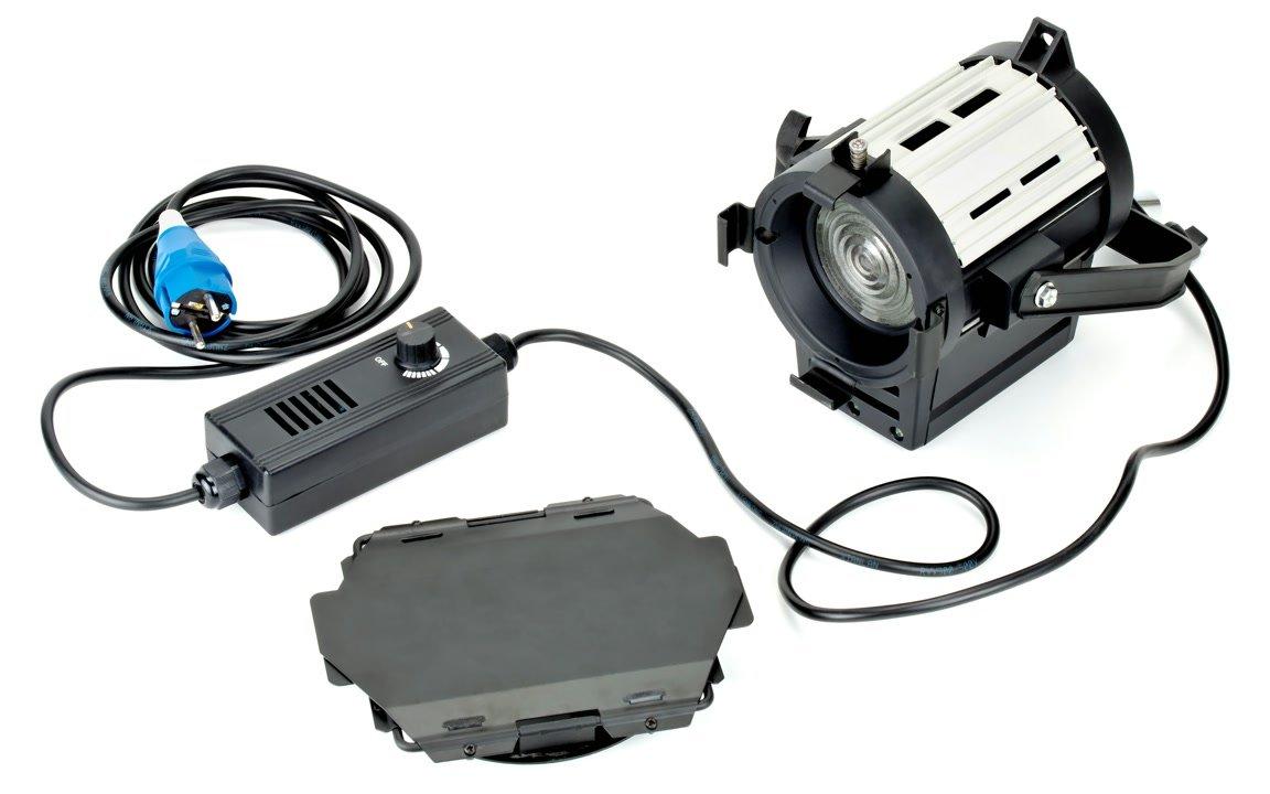 Lieferumfang Luxotron Koppa D20S LED Fresnel Leuchte.