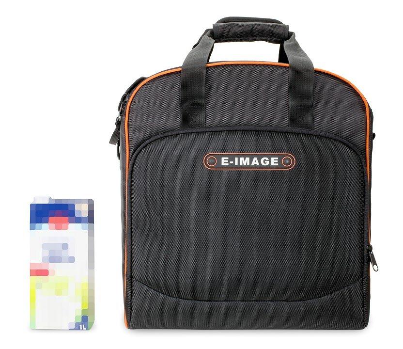 Grössenvergleich E-IMAGE L50 Tasche mit 1L Milchpackung.
