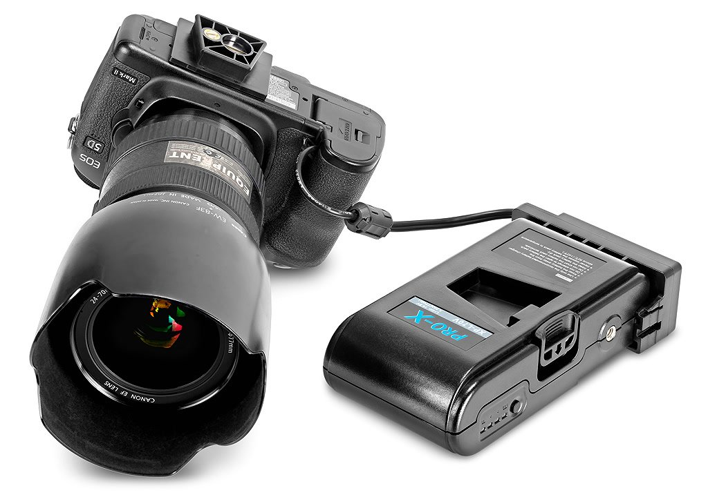 Canon 5D angeschlossen an V-Mount Akku.