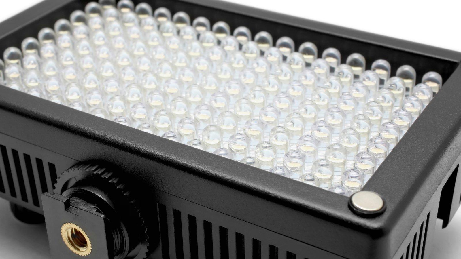 Es sind insgesamt 72 Kunstlicht- und 72 Tageslicht LEDs verbaut.