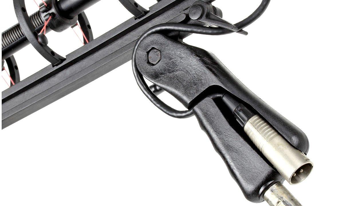XLR Stecker lässt sich im Windkorb Griff befestigen.