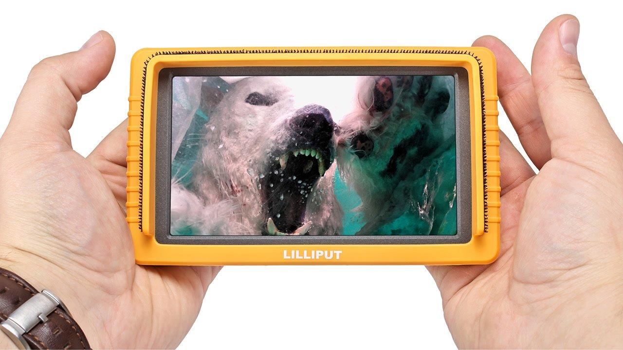 Lilliput Q5 Monitor in der Hand.