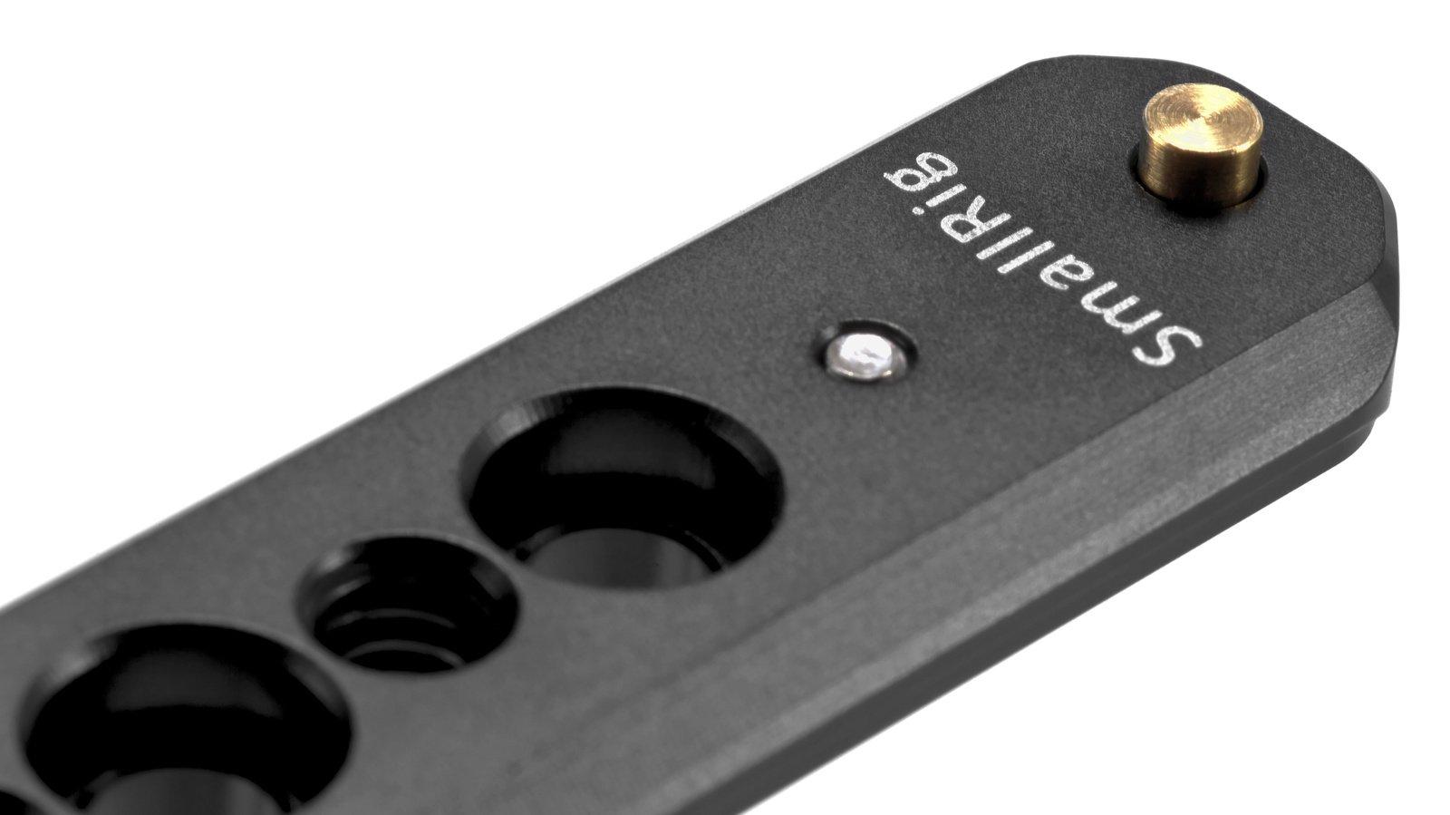 Ein runterdrückbarer Stopper verhindert versehentlichen Auswurf von Zubehör.