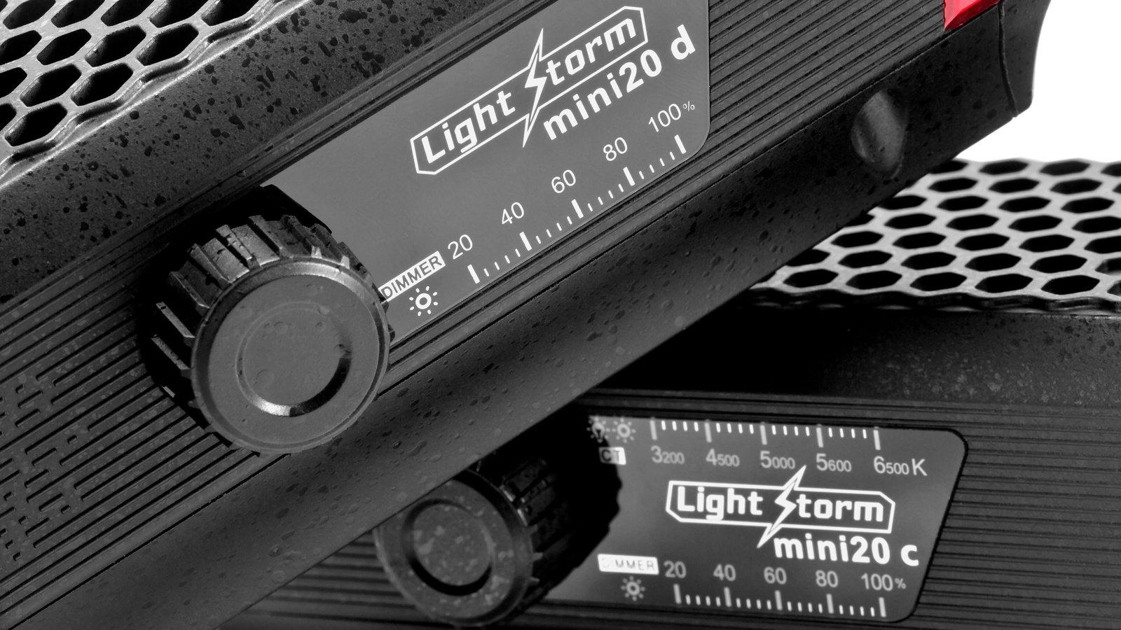 Dimmer-Steuerung und Farbtemperaturregeleung erfolgen an der Seite der Leuchten.