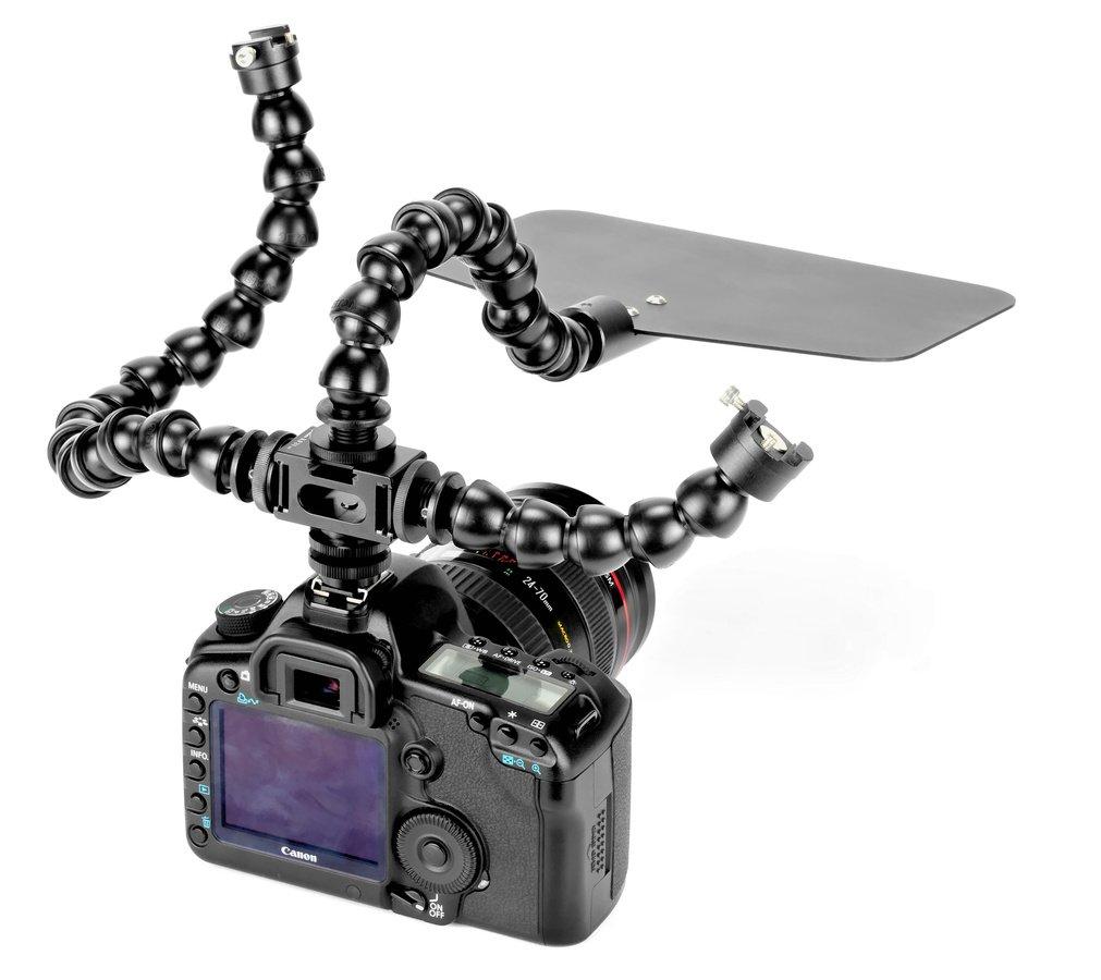 Canon 5D Mark II mit mehreren Gelenkarmen befestigt im Blitzschuh.