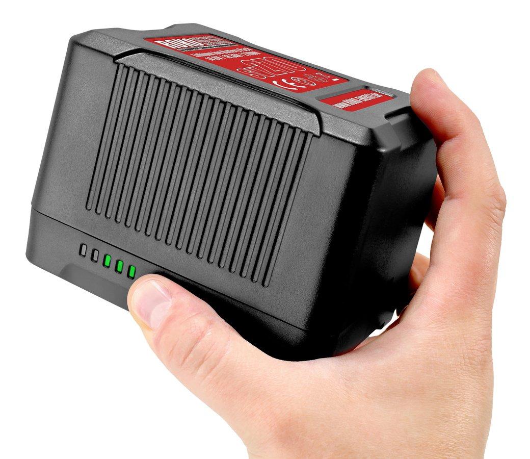 Auf Knopfdruck zeigen maximal fünf LEDs den Ladezustand der Akkuzellen an.