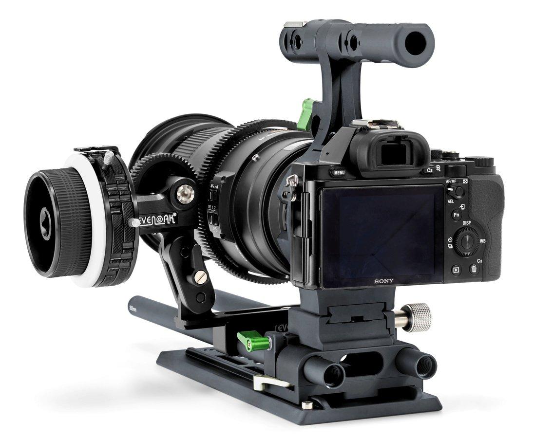 Sony A7S DSLM mit Rig und SevenOak Follow Focus für zwei Rods.