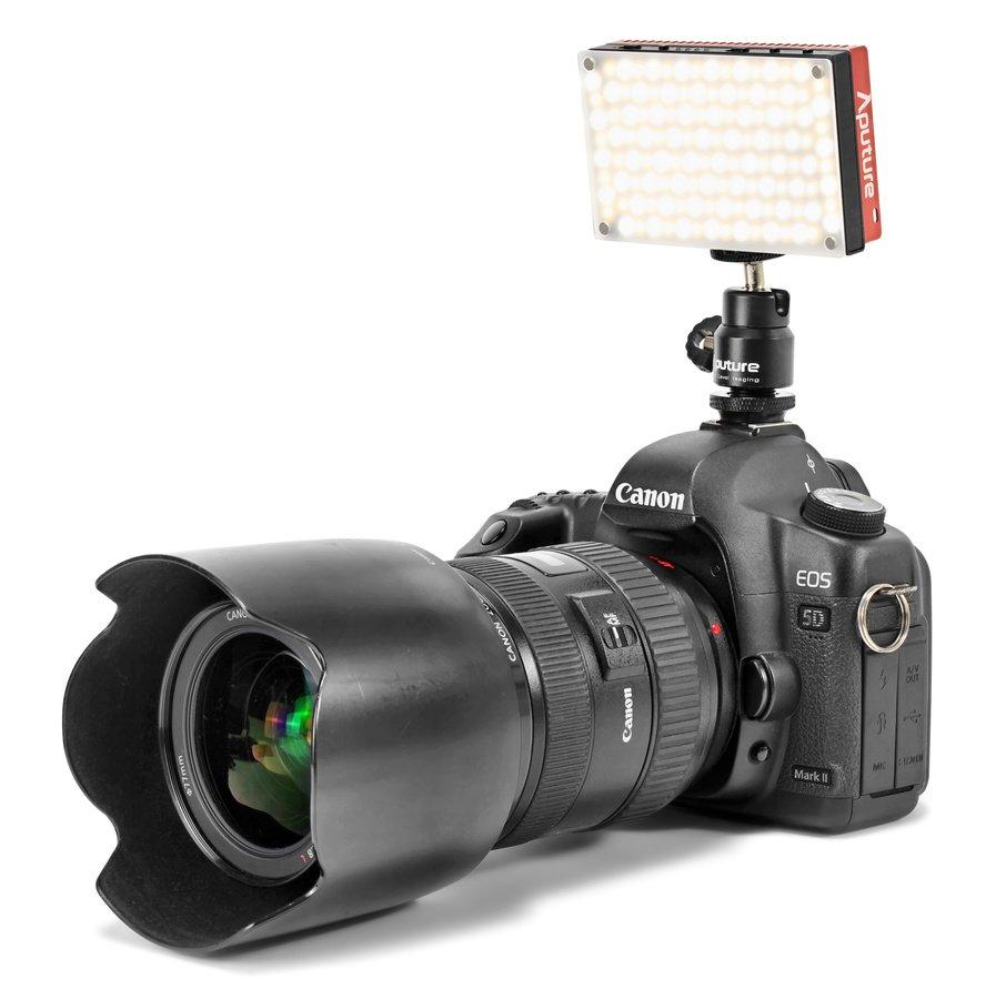 Canon EOS 5D Mark II mit Aputure AL-MX Leuchte.