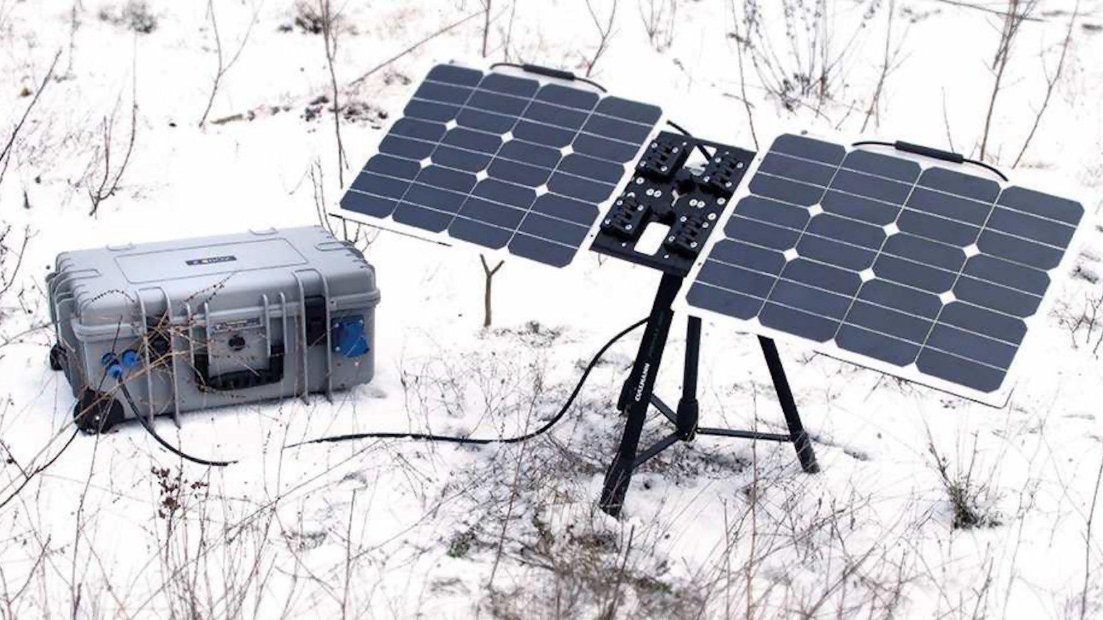 Der Akku im Koffer kann mit einem optionalen Solar Modul geladen werden.