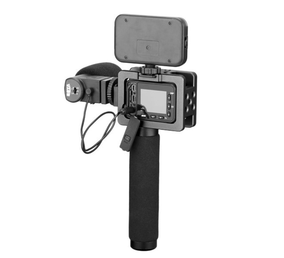 Sony RX0 Kamera im Cage mit Griff und LED Leuchte.