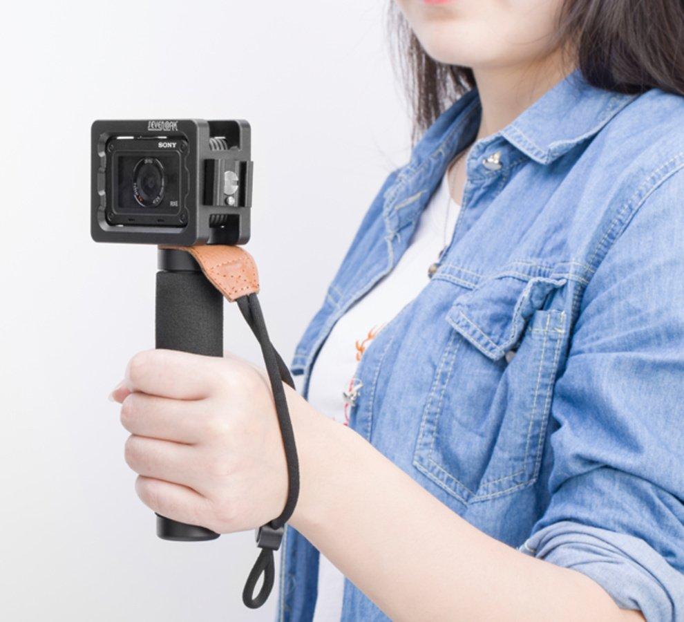 SevenOak Cage mit Handgriff und Sony RX0 Kamera in Aktion.