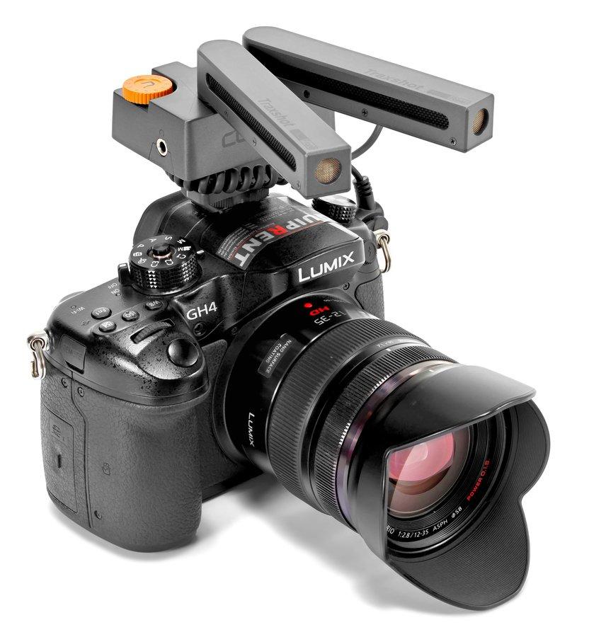 Comica Traxshot Kameramikrofon mit einstellbarem Aufnahmewinkel.