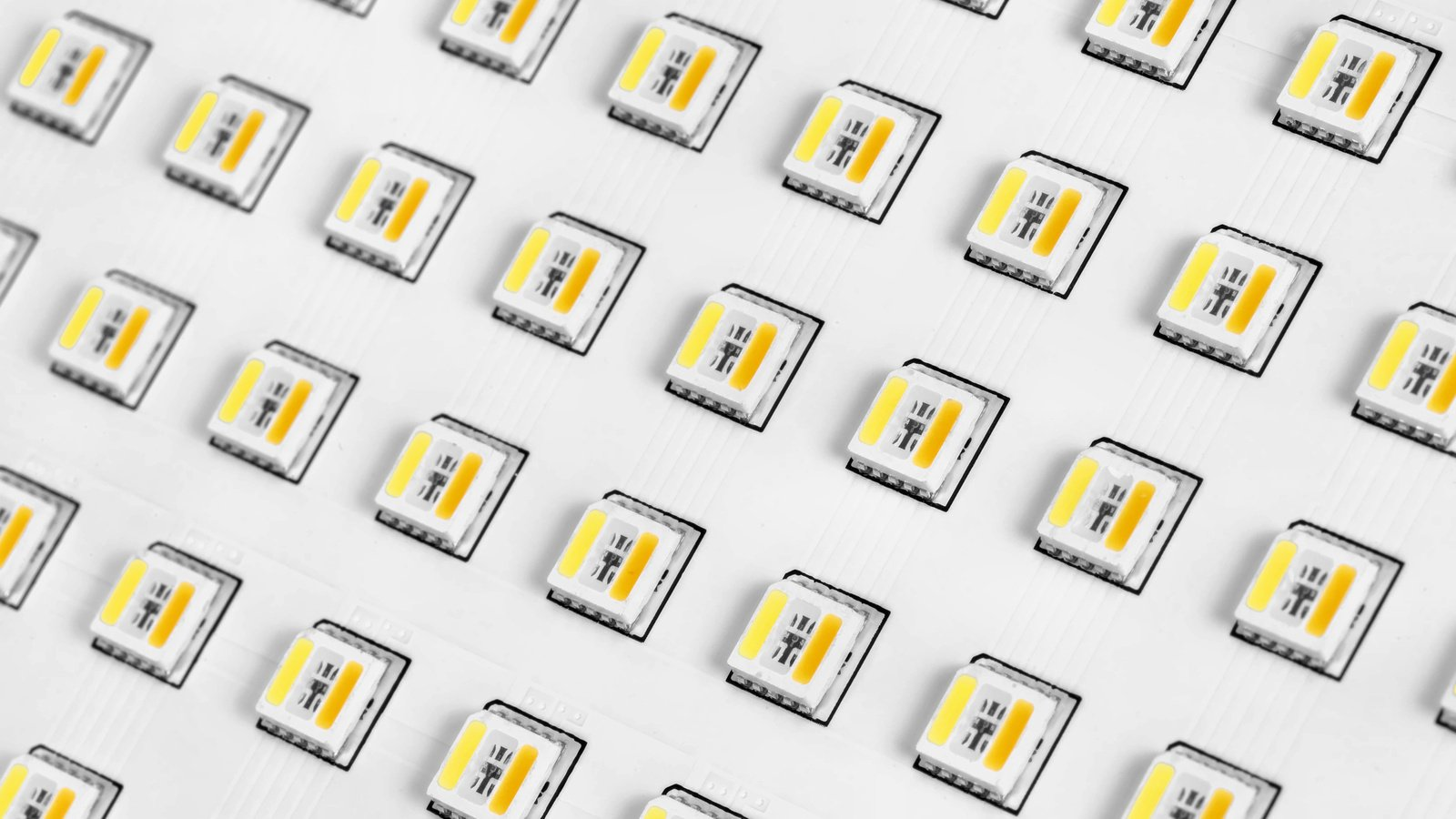 Insgesamt sind 216 RGB LEDs verbaut, die einen CRI von 95 schaffen.