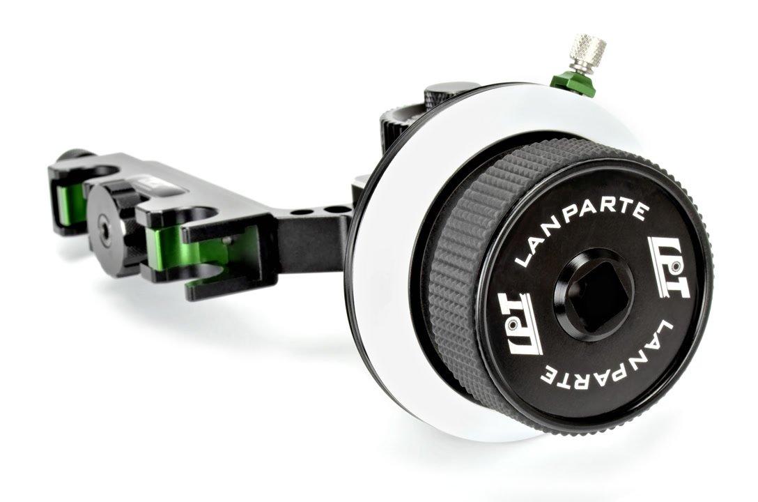 Der Griff des Follow Focus ist gummiert und mit einem 12 x 12 mm Anschluss ausgestattet.