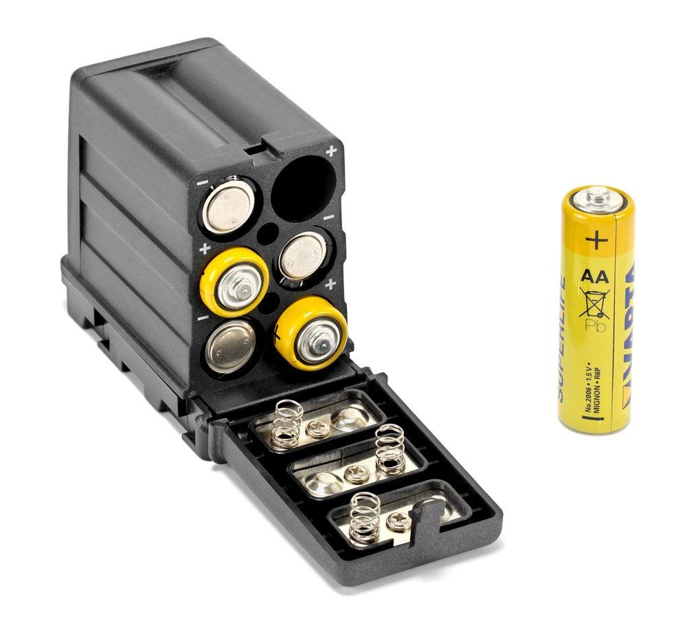 Sechs AA Batterien und ROKO NP-F Adapter.