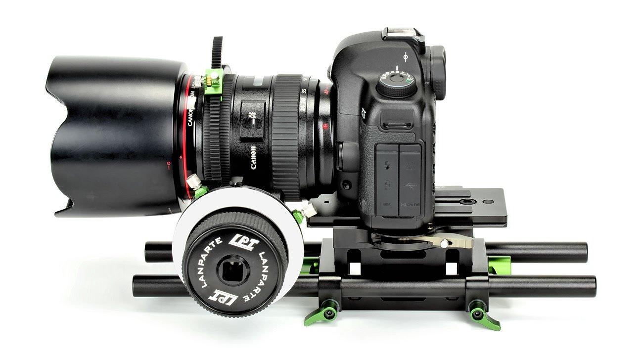 Tripod Support Kit mit Canon 5DII von links.