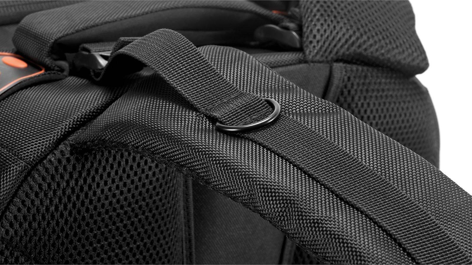 Regenschutz gehört zum Rucksack dazu.