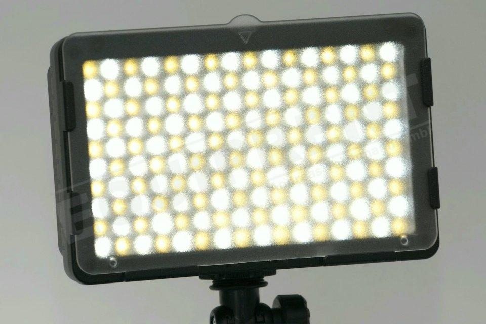 Luxotron CN-160CA kompakte BiColor LED Leuchte mit High-Power-Mode.