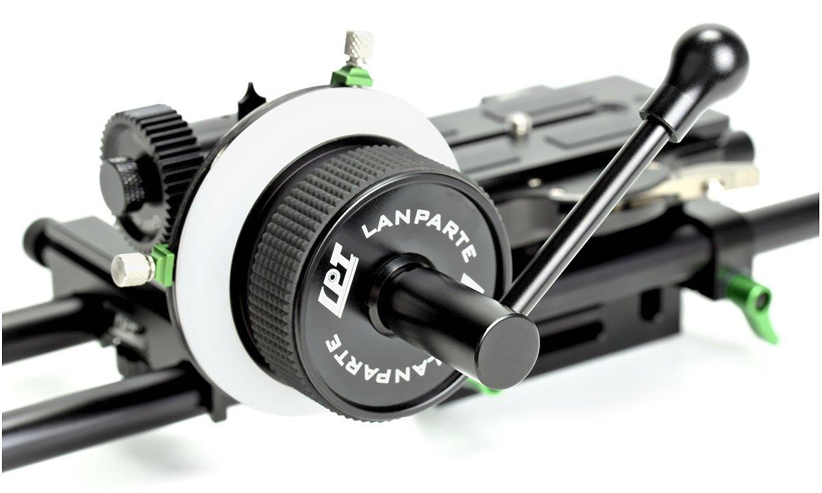 Speed Crank passt in 12x12 Anschluss im Follow Focus.