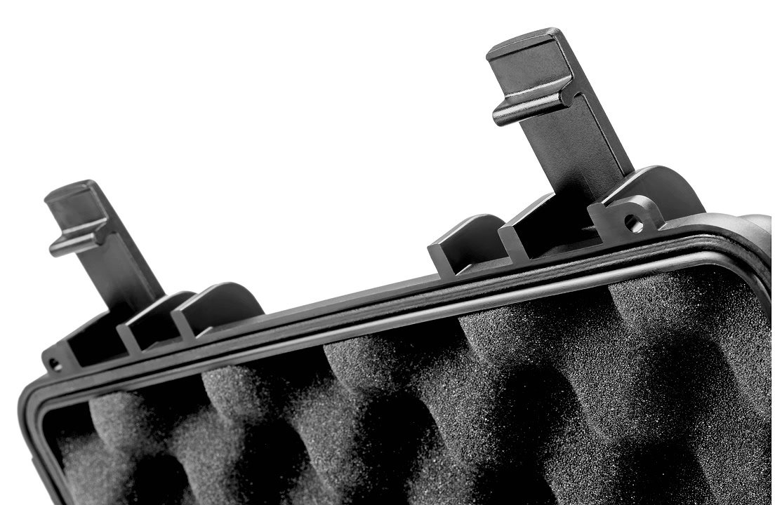 Zum Schaumstoff gehört auch ein Schaumstoffdeckeleinsatz mit Noppen.