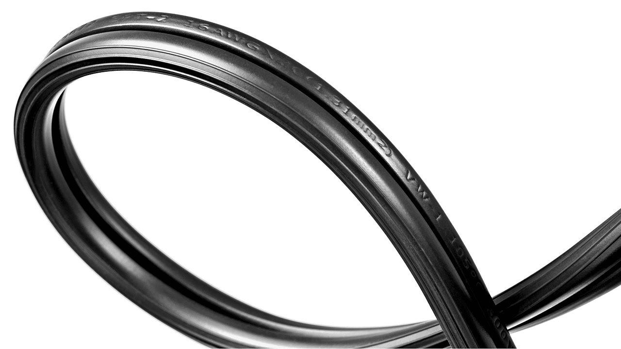 flexibles 20cm Stromkabel.