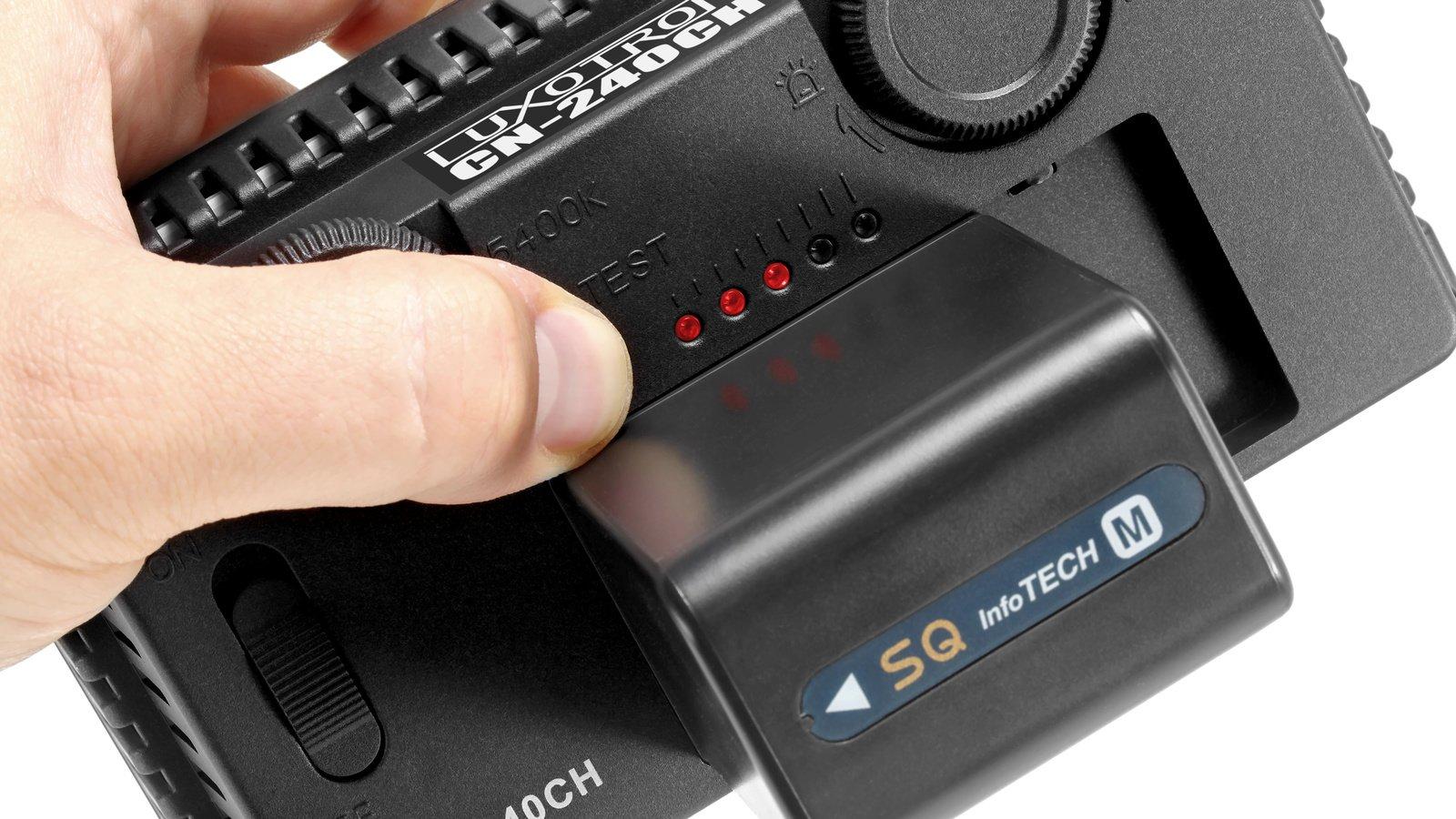 Bis zu fünf LEDs zeigen auf Knopfdruck den Ladestand des verwendeten Akkus an.