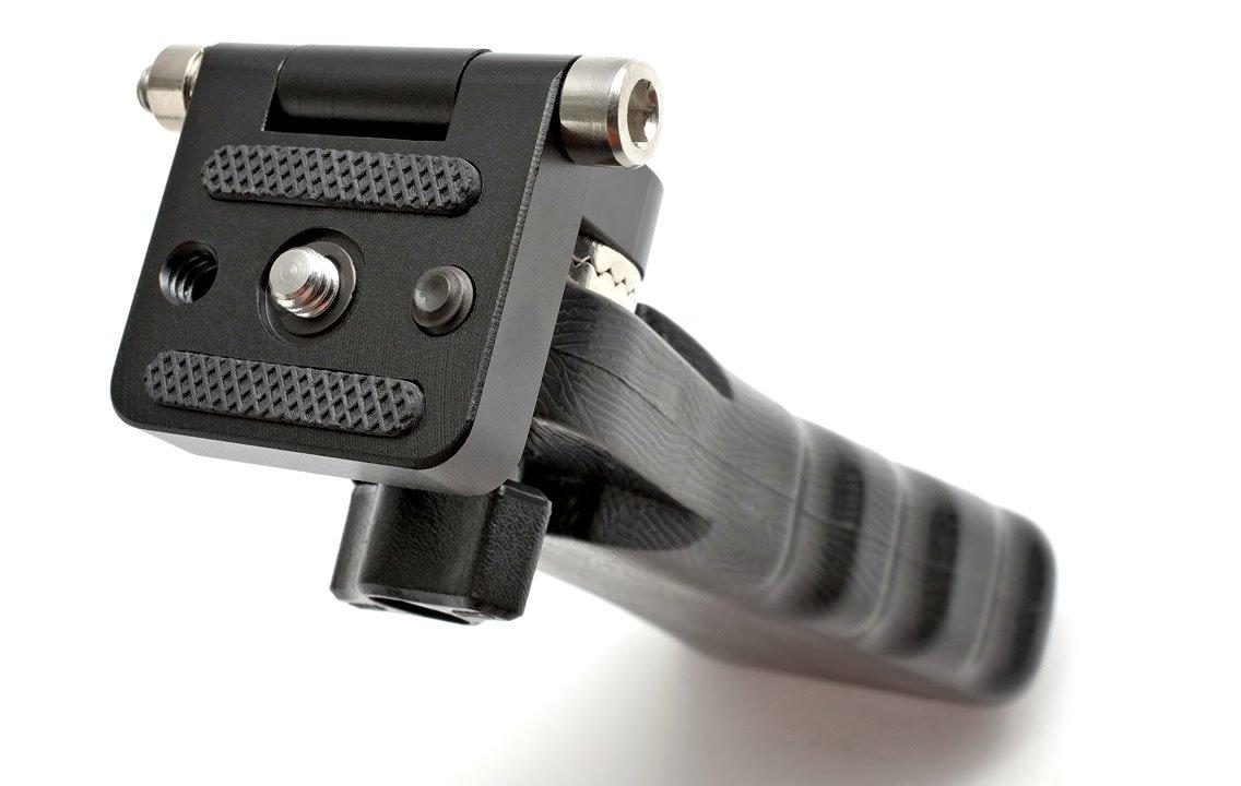 Die Anschlussplatte des Griffes eignet sich für DSLR und Camcorder.
