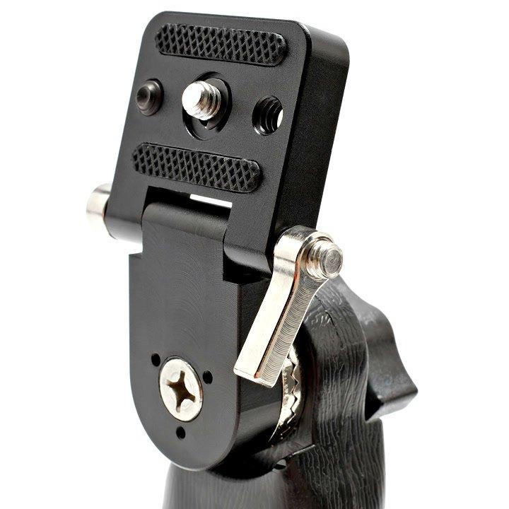 Die Fixierung der Kippfunktion erfolgt über eine seitliche Schraube.