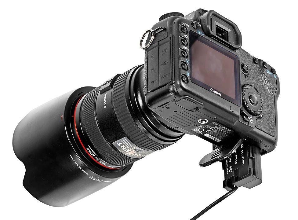 Canon 5D Mark II mit LP-E6 Akkudummy.