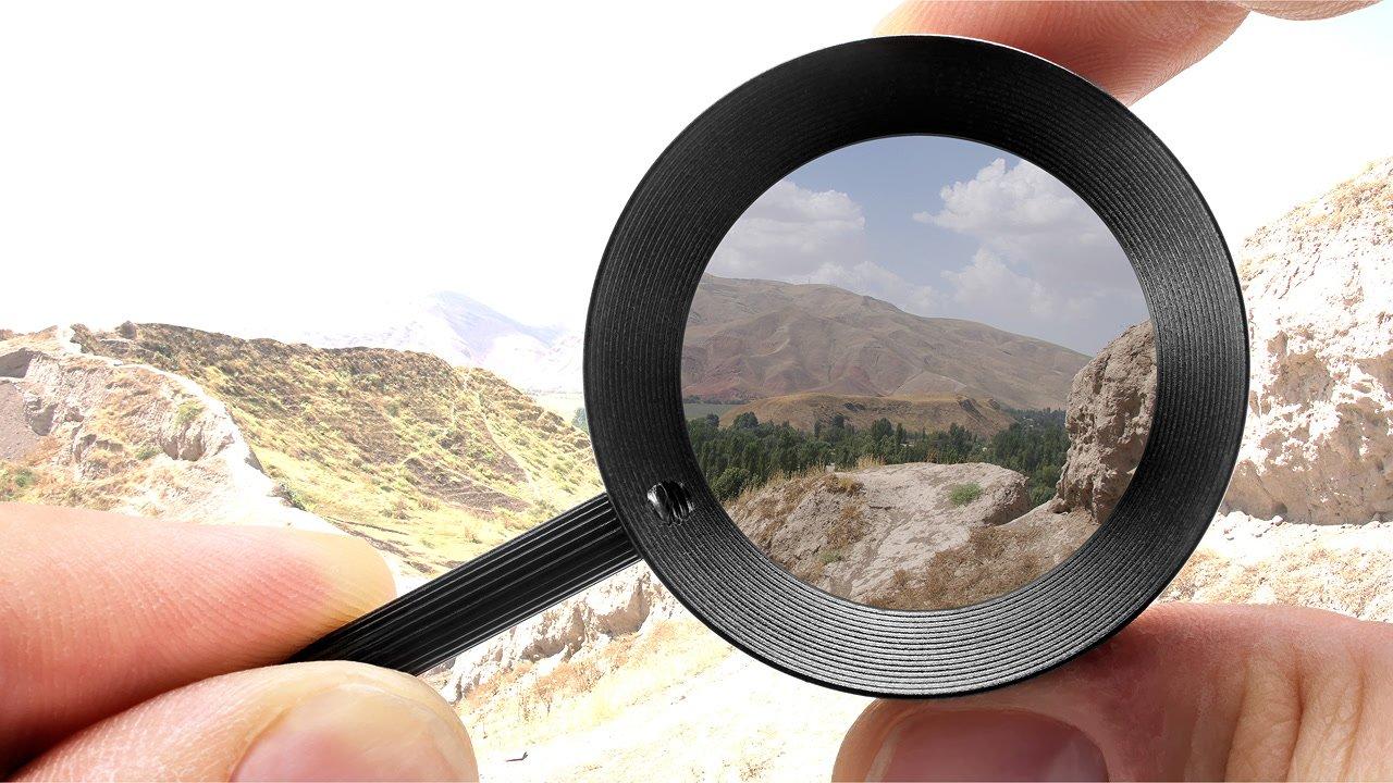 Durch Drehen am vorderen Filter wird das Bild heller oder dunkler.