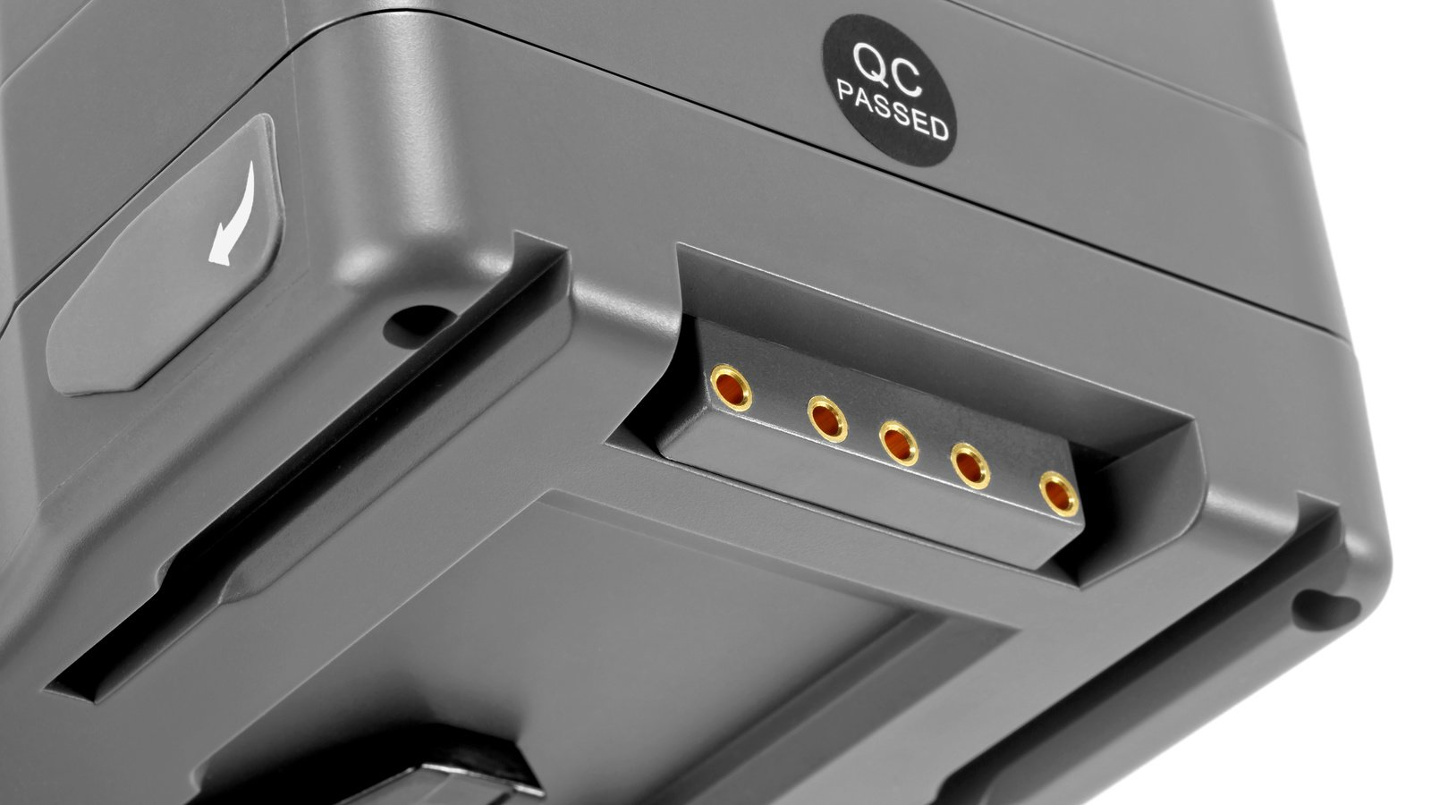Fünf Kontakte sorgen für Strom und Kommunikation zur RED Kamera.