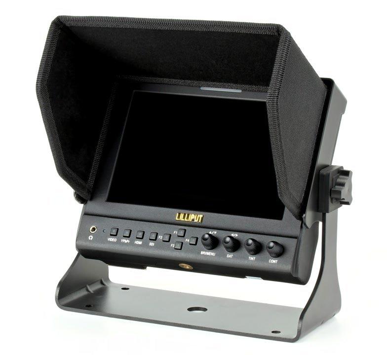 Montierte Gegenlichtblende und Standfuss am Lilliput 663 O/P2 Monitor.