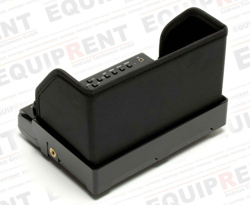 Aufgesetzte Gegenlichtblende am Lilliput 663 S/P2 Monitor.