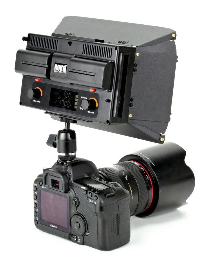 Canon 5D Mark II mit ROKO LED312 von hinten.