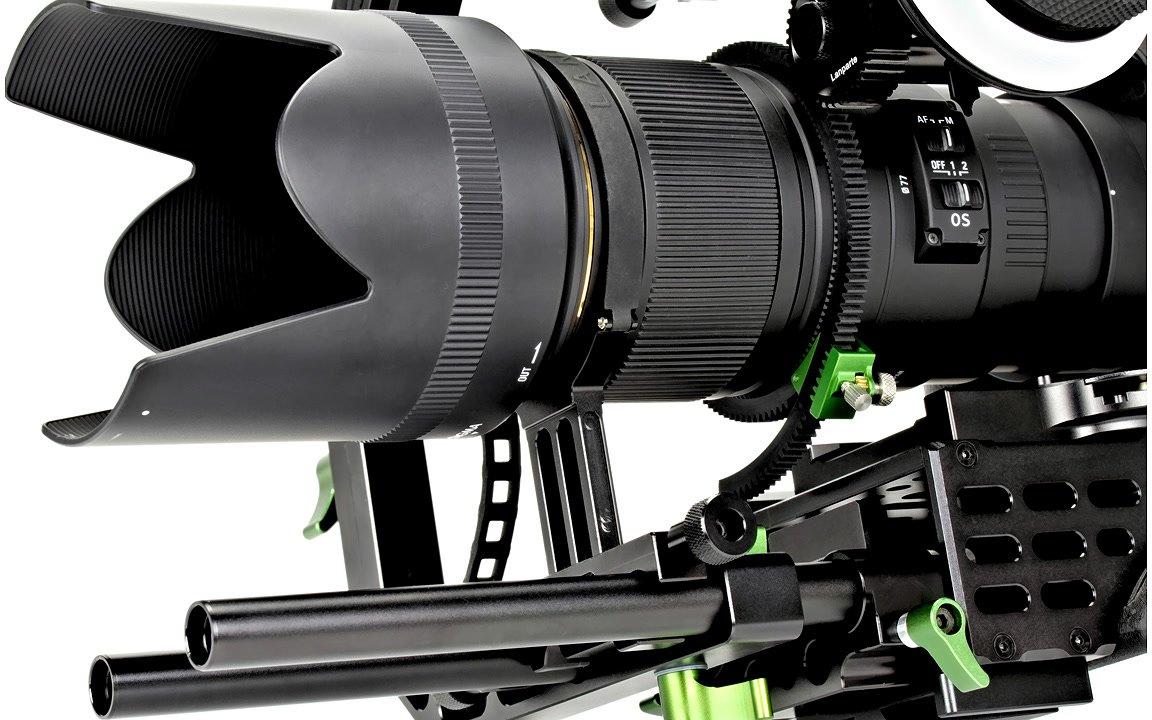 Durch die Objektivstütze wird die Kamera zusätzlich am Rig fixiert.